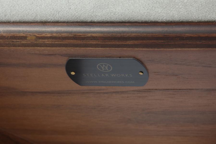 Стул Utility с кожаными сиденьем и спинкой и подлокотниками